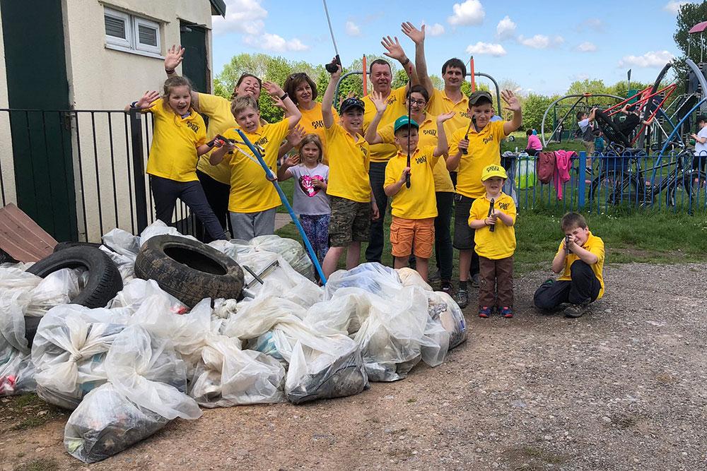 pip-cleanup-volunteers-rubbish